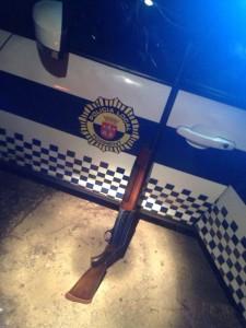 agresion_policia_escopeta