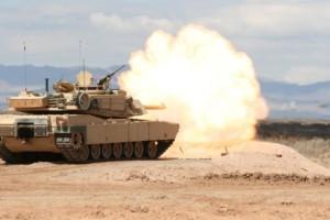 carro_combate_m1_abrams_disparando__