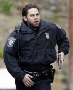 policia_desenfundando_arma