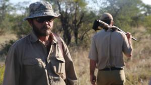 cazador_profesional_rinoceronte_negro_cnn
