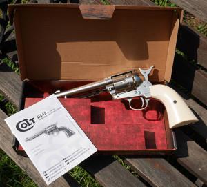revolver_colt_peacemaker_co2_umarex_caja