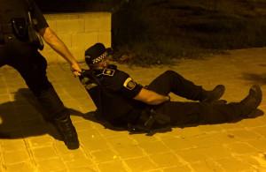 policia_ayuda_rescate