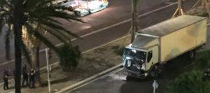 policia_francesa_disparando_camion_atentado_niza